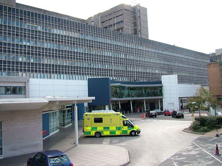 800px-Royal_Liverpool_University_Hospital