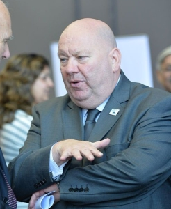 Joe_Anderson,_Mayor_of_Liverpool,_in_discussion_with_Minister_Vince_Cable_(14491502936)